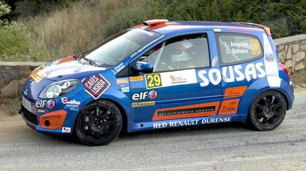 Luis Aragonés y Cuko Bañobre -a bordo del Renault Twingo R2