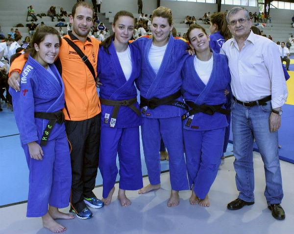 Luchadoras y técnicos del Gimnasio Marbel