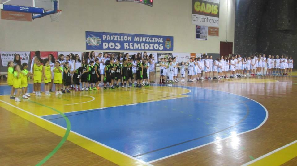 Foto de familia en la presentación de los equipos de base del Pabellón Ourense
