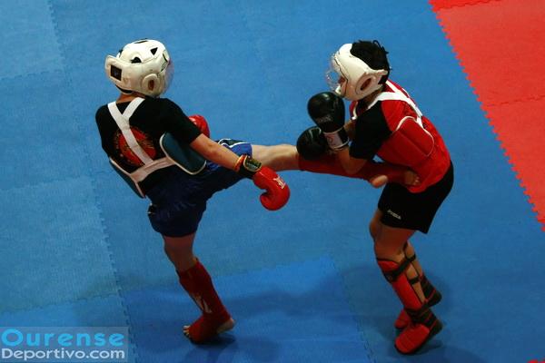 Los mas pequeño se emplearon a fondo en los combates de kickboxing (Foto: Nacho Rego)
