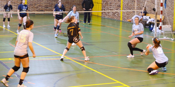 Las juveniles del Concepción Arenal (Burgas Voleibol) se imponen a Teis