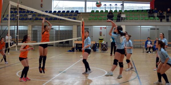 Concepción Arenal (Burgas Voleibol) supera a Maniotas en la liga gallega juvenil