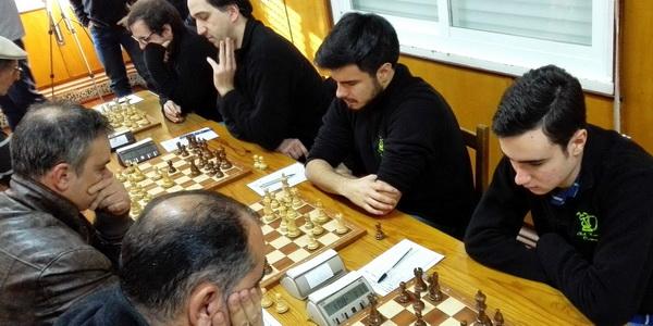 """Xogadores do Xadrez Ourense """"B"""" e o Liceo de Ourense"""
