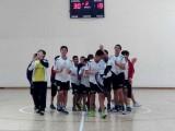 Los jugadores del Campus Auria saludan a la afición tras el triunfo