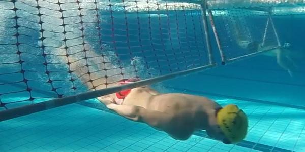 deportista en la prueba de obstáculos