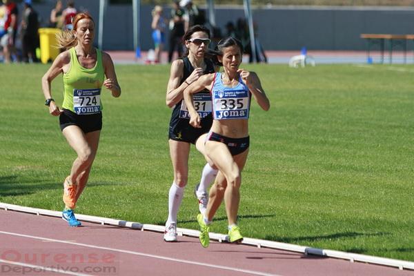 Luz Maria Dominguez (335) disputando la final de 800 m. (Foto: Nacho Rego)