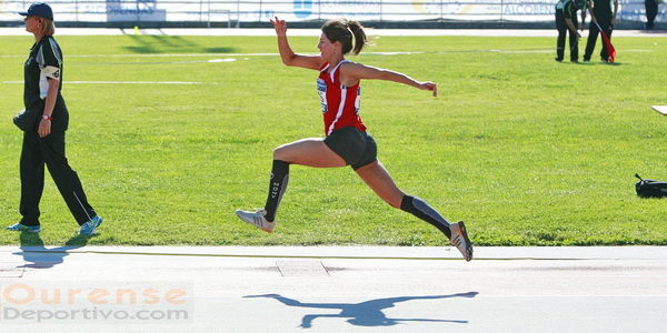 Raquel Lameiro en triple salto (Foto: Nacho Rego)