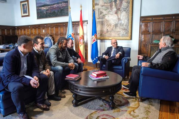 A directiva da Unión Deportiva Ourense visita o Pazo Provincial