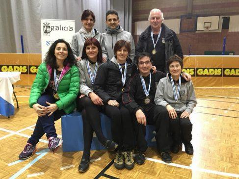 15 medallas para Athlos en el Gallego Senior de bádminton