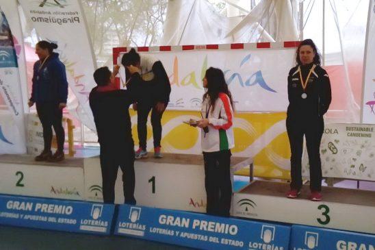 Mónica Piñeiro del Fluvial Avión medalla de bronce en el nacional master de piragüismo