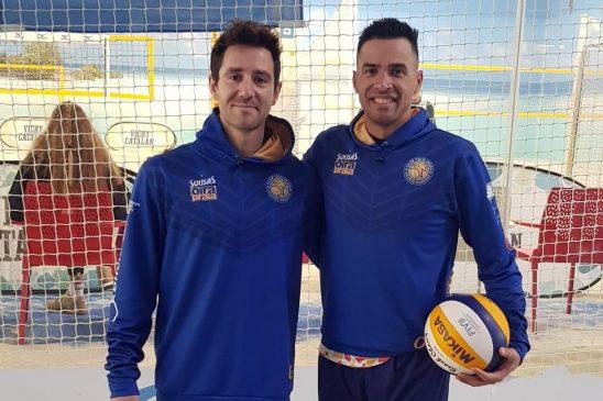 Hernán Tovar (Sousas Oira Praia) medalla de bronce con Aldo  Rendó en el Torneo de Zaragoza de voleyplaya